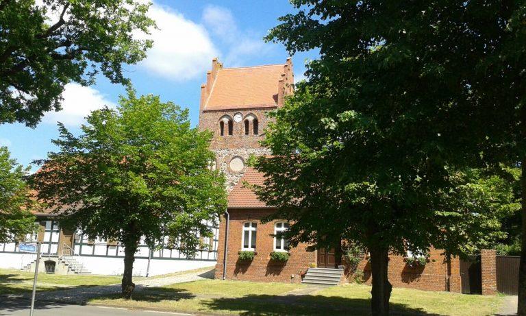 Nitzow - Blick zur Kirche